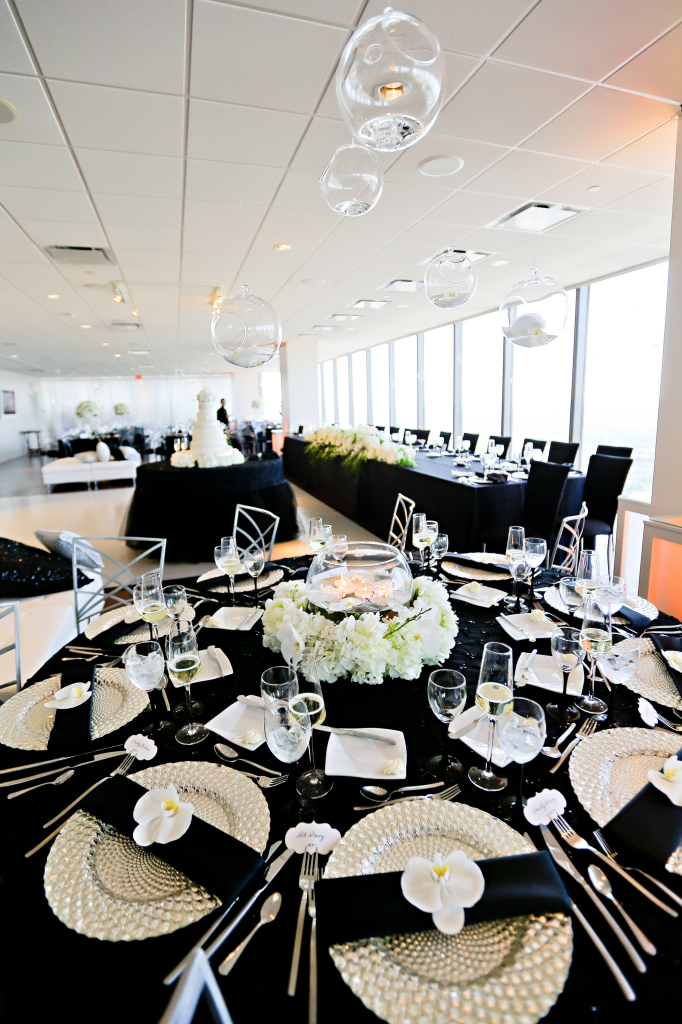 Black Linens, White Flowers Black and White Wedding